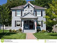 Typisches Amerikanisches Haus - all american home stock image image of green exterior