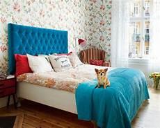 tete de lit bois peint t 234 te de lit papier peint en bois ou matelass 233 e laquelle