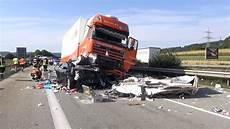 18 08 2016 T 246 Dlicher Unfall Auf Der A 61 Bei Koblenz