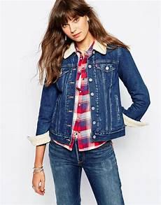 veste en jean mouton femme image 1 levi s veste de camionneur avec doublure en