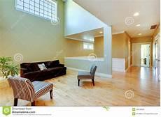 il soffitto interno della con il soffitto alto immagine stock