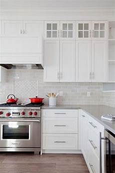 Backsplash Ideas For White Kitchen Cabinets 25 Stunning Kitchen Backsplash With White Cabinets Ideas