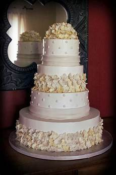 beautiful and classy wedding cake