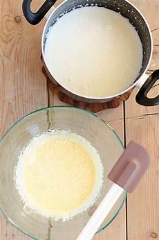 crema pasticcera o pasticciera ricetta facile della crema pasticciera o pasticcera facile e veloce per farcire dolci e