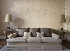 chinoiserie tapeten wohnzimmer beige polsterdofa und auch