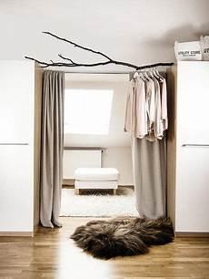 schlafzimmer kleiderständer stauraum im schlafzimmer der kleiderschrank in 2019
