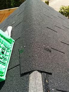 Bitumen Dachschindeln Verlegen - das verlegen der bitumenschindeln spielhaus aus holz