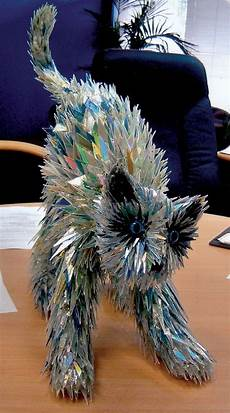 stunning sculptures made from discarded cd pin en