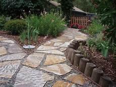 gartenwege gestalten naturstein schicke gartenwege aus naturstein oder zement f 252 r den garten