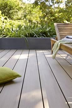 bois composite pour terrasse planche en bois composite lisse brun clair pour la