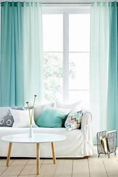 gardinen im wohnzimmer ombre effekt mintgruen sofa weisser