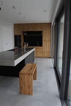 küche mit holz moderne betonk 252 che kombiniert mit holz und elektroger 228 ten