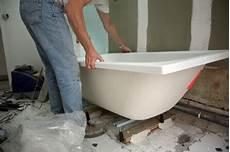 pose de baignoire installer une baignoire pratique fr