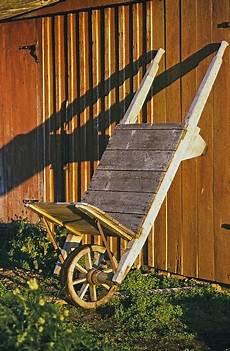vecchio fienile vecchio fienile in legno costruzione di carriole casa d