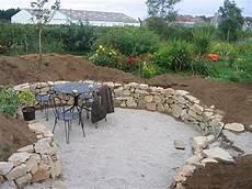 amenagement de jardin avec des pierres un muret en naturelle dans votre jardin id 233 es