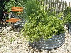 hochbeet bepflanzen kräuter hochbeet blumen bepflanzen gartenideen wasserfall