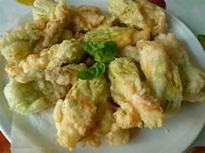 fior di zucchine in pastella fiori di zucchine in pastella con formaggio