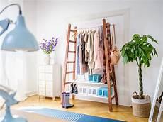 Garderobe Selbst Gestalten - upcycling leiter garderobe garderobe diy