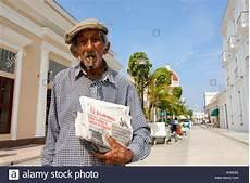 elderly cigars stockfotos elderly