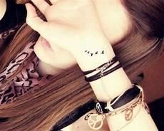 tatouage poignet oiseau tatouage oiseau poignet mod 232 les et exemples