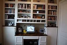 Built In Desks And Bookshelves