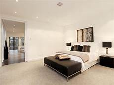 Bedroom Ideas Beige Carpet by Modern Bedroom Design Idea With Carpet Bi Fold Doors