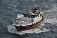 un marin p 234 cheur 233 vacu 233 224 bord du chalutier sagittaire