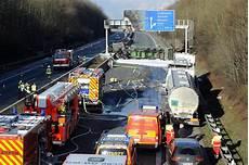 Unfall A61 Kerpen Lastwagen Geht Auf A61 Am Kreuz Kerpen