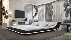 lit design lit cuir design tendance pilow avec luminaire et diverses