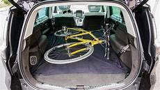 so transportierst du dein fahrrad im auto