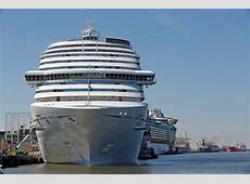 cruise line stranded at sea