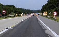 ende einer autobahn fahrschule f 252 rb 246 ck in m 246 dling wechsel der richtungsfahrbahn