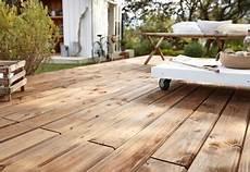 carrelage de terrasse imitation bois installer une terrasse en bois travaux