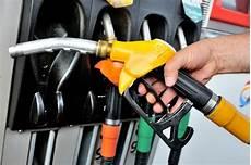 Prix Des Carburants Le Gazole Redevient Moins Cher Que L