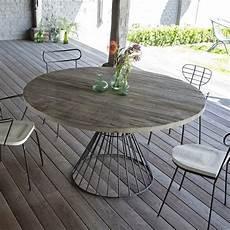table de jardin ronde salon de jardin table ronde d ext 233 rieur metal noir et pin