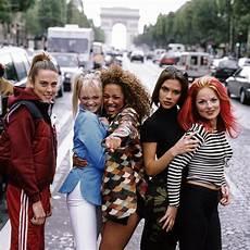 typisch 90er jahre mode der 90er diese 20 dinge waren damals trend