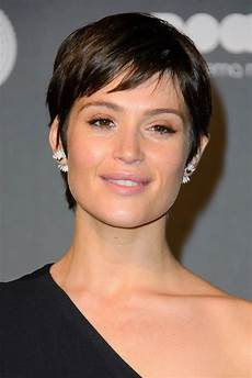 gemma arterton s short hair and one shoulder