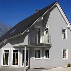 Haus Grau Weiß - farbe warmes grau hausfassade gardens and