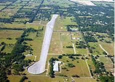 la casa di travolta pista di atterraggio 5 aerei e piscina questa 232 la casa