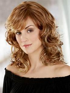 16 magnificent medium layered hairstyles haircuts featuring wigs circletrest