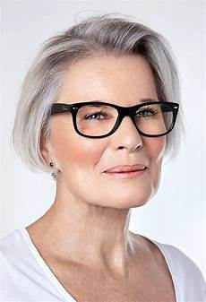 Best Hairstyles For 50 With Glasses
