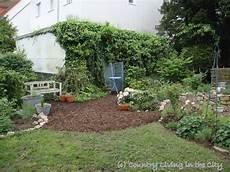 garten mit rindenmulch anlegen of garden paths with bark mulch wege und