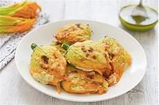 fiori di zucchina ripieni al forno ricetta fiori di zucca al forno cucchiaio d argento