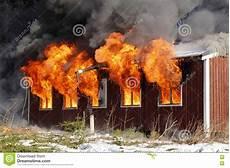 Malvorlage Brennendes Haus Brennendes Haus Stockbild Bild Rauch Wasser Impuls