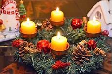 4 candele dell avvento candele di natale bianche dorate o colorate ideali per l