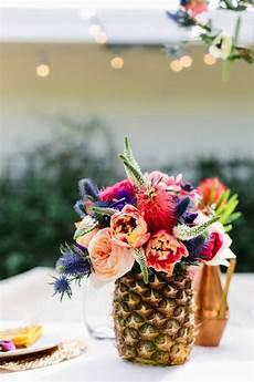 decoration pour fleur un gros bouquet de fleurs pour cr 233 er une d 233 coration de table