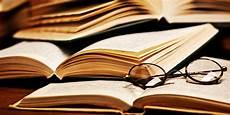 Ini 3 Alasan Buku Tetap Lebih Unggul Daripada E Book