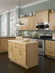 kitchen paint color light cabinets natural maple kitchen only best 25 ideas about maple kitchen cabinets pinterest