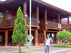 Rumah Adat Warisan Budaya Bangsa Yang Terlupakan