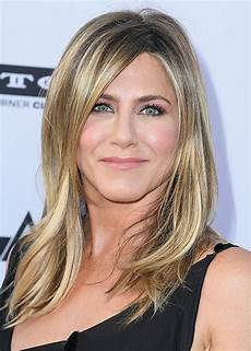 Jennifer Aniston Jennifer Aniston Reveals Her Favourite Lip Liner Beauty Crew